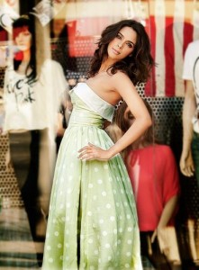 14may MallikaSherawatCIICannes 221x300 Mallika Sherawat to inaugurate CII Pavilion at Cannes