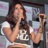 14may PriyankaSingleLaunchMumbai11 185x185 Priyanka Chopra Launches 'I Can't Make You Love Me' with Nokia MixRadio in Mumbai!
