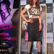 14may PriyankaSingleLaunchMumbai31 185x185 Priyanka Chopra Launches 'I Can't Make You Love Me' with Nokia MixRadio in Mumbai!