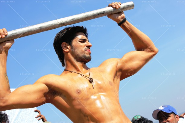 14may Sid EkVillain 612x408 Sidharth Malhotra   the sexy, new ripped Villain