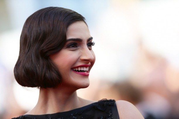 14may_SonamKapoorCannes02