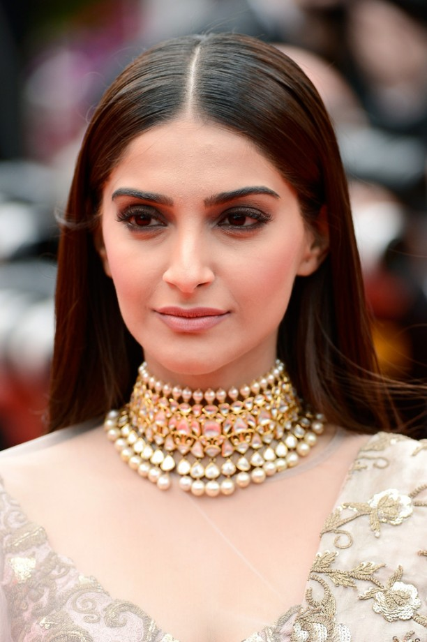 14may_SonamKapoorCannes15