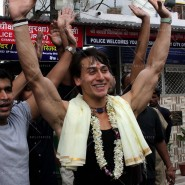 14may TigerShroffVaranasiHeropanti09 185x185 Tiger Shroff performs pooja at Kashi Vishwanath temple