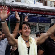 14may TigerShroffVaranasiHeropanti14 185x185 Tiger Shroff performs pooja at Kashi Vishwanath temple