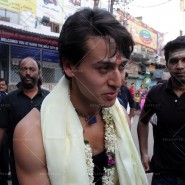14may TigerShroffVaranasiHeropanti15 185x185 Tiger Shroff performs pooja at Kashi Vishwanath temple