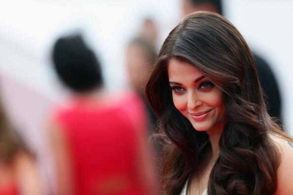 14may aishwaryacannes2014 01 Aishwarya Rai looking gorgeous AGAIN at Cannes 2014