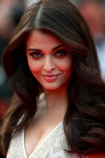 14may aishwaryacannes2014 03 Aishwarya Rai looking gorgeous AGAIN at Cannes 2014