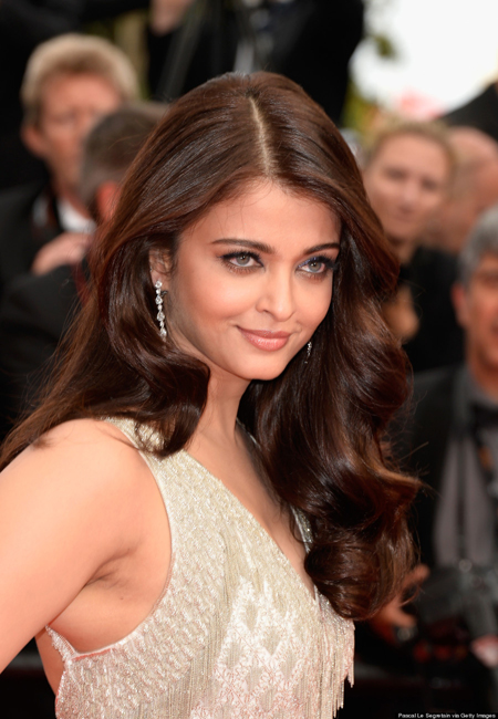 14may aishwaryacannes2014 04 Aishwarya Rai looking gorgeous AGAIN at Cannes 2014