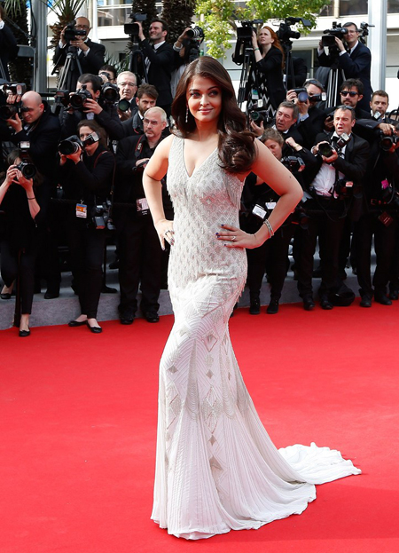 14may aishwaryacannes2014 13 Aishwarya Rai looking gorgeous AGAIN at Cannes 2014