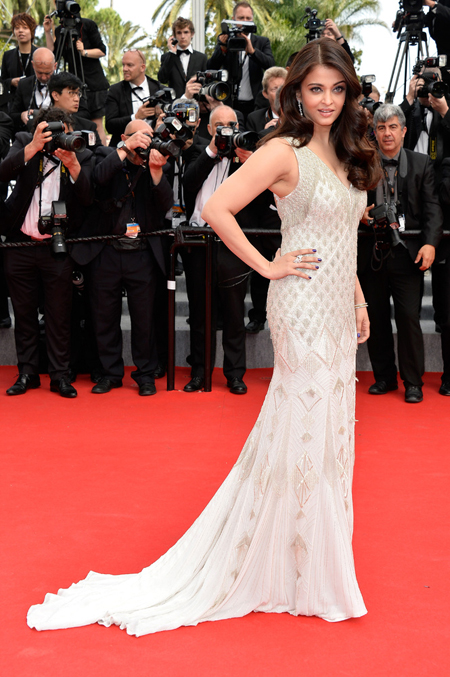 14may aishwaryacannes2014 15 Aishwarya Rai looking gorgeous AGAIN at Cannes 2014