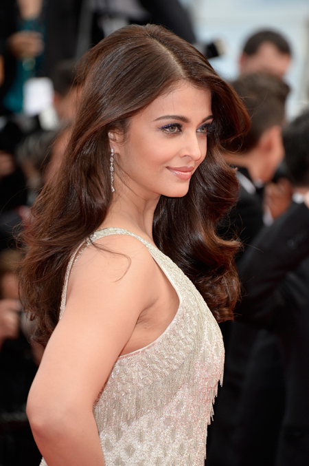 14may aishwaryacannes2014 16 Aishwarya Rai looking gorgeous AGAIN at Cannes 2014