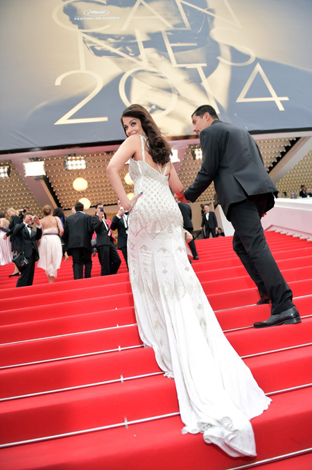 14may aishwaryacannes2014 17 Aishwarya Rai looking gorgeous AGAIN at Cannes 2014