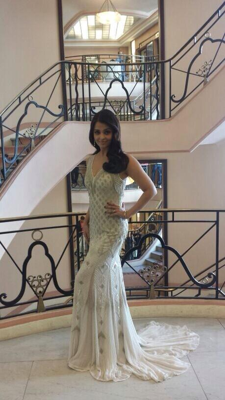 Aishwarya Rai looking gorgeous AGAIN at Cannes 2014