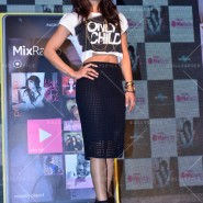 14may priyankasingle 06 185x185 Priyanka Chopra Launches 'I Can't Make You Love Me' with Nokia MixRadio in Mumbai!
