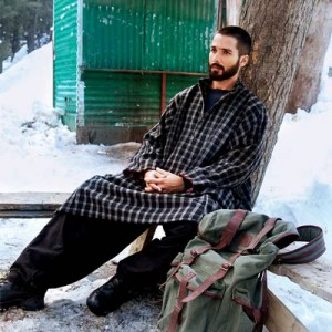 14jun Shahid Haider 300x300 Shahid Kapoor on shopping spree in Kashmir