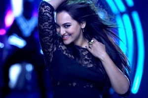 14jun SonakshiHolidayIntrvw01 300x199 Sonakshi Sinha: Holiday is a commercial entertainer but with a very, very Intelligent plot to it.