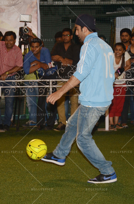 14jun ranbirfootball 09 Armaan and Ranbir come together to celebrate the football fever!!