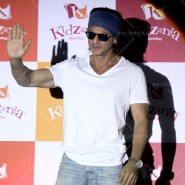 14jun srkkidzania 20 185x185 In Pictures: Shah Rukh Khan celebrates Fathers Day at Kidzania