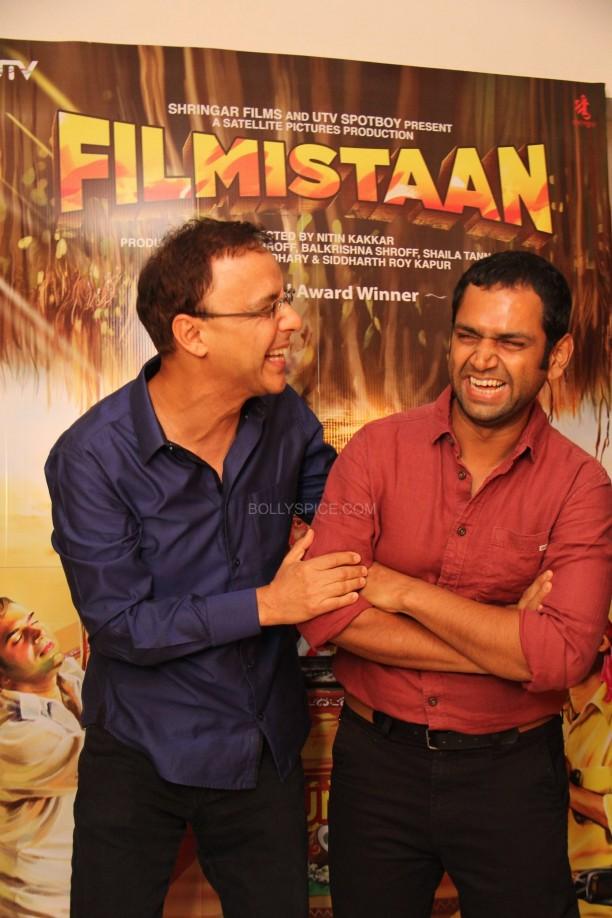 filmistaanvvc5 612x918 Mr. Vidhu Vinod Chopra Applauds Filmistaan!