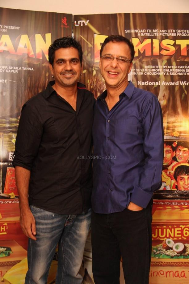 filmistaanvvc6 612x918 Mr. Vidhu Vinod Chopra Applauds Filmistaan!