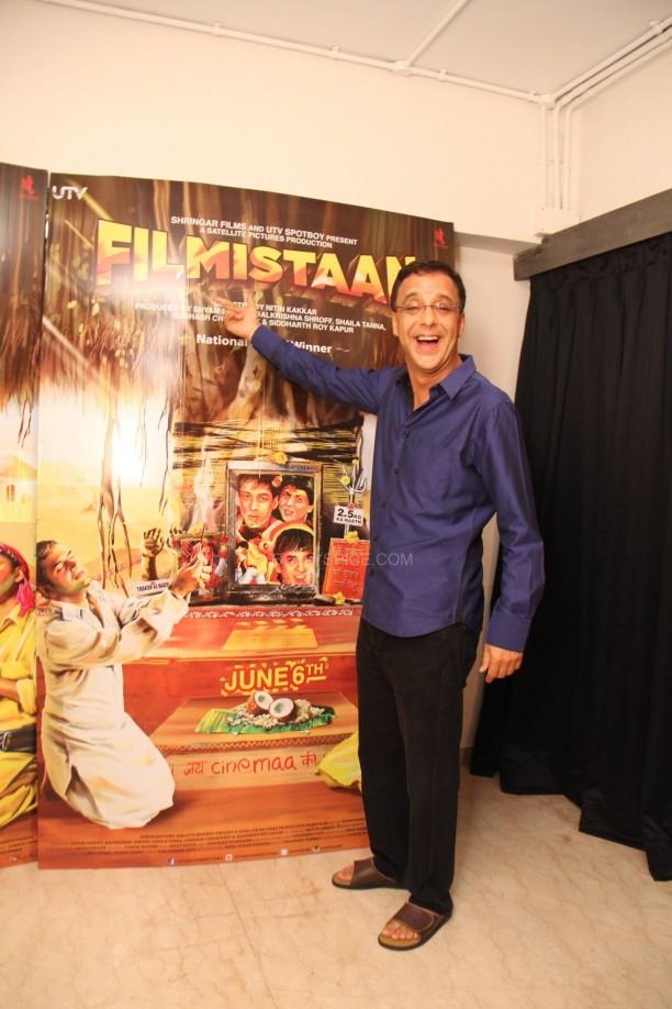 filmistaanvvc7 612x918 Mr. Vidhu Vinod Chopra Applauds Filmistaan!