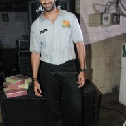 imranakshaygimmeepizzashoot11 185x185 Pictures! Imran Khan drops in to meet Akshay Oberoi at the Pizza music video shoot