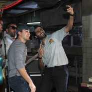 imranakshaygimmeepizzashoot6 185x185 Pictures! Imran Khan drops in to meet Akshay Oberoi at the Pizza music video shoot