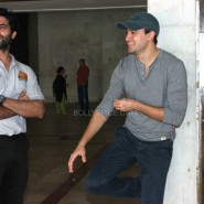 imranakshaygimmeepizzashoot7 185x185 Pictures! Imran Khan drops in to meet Akshay Oberoi at the Pizza music video shoot
