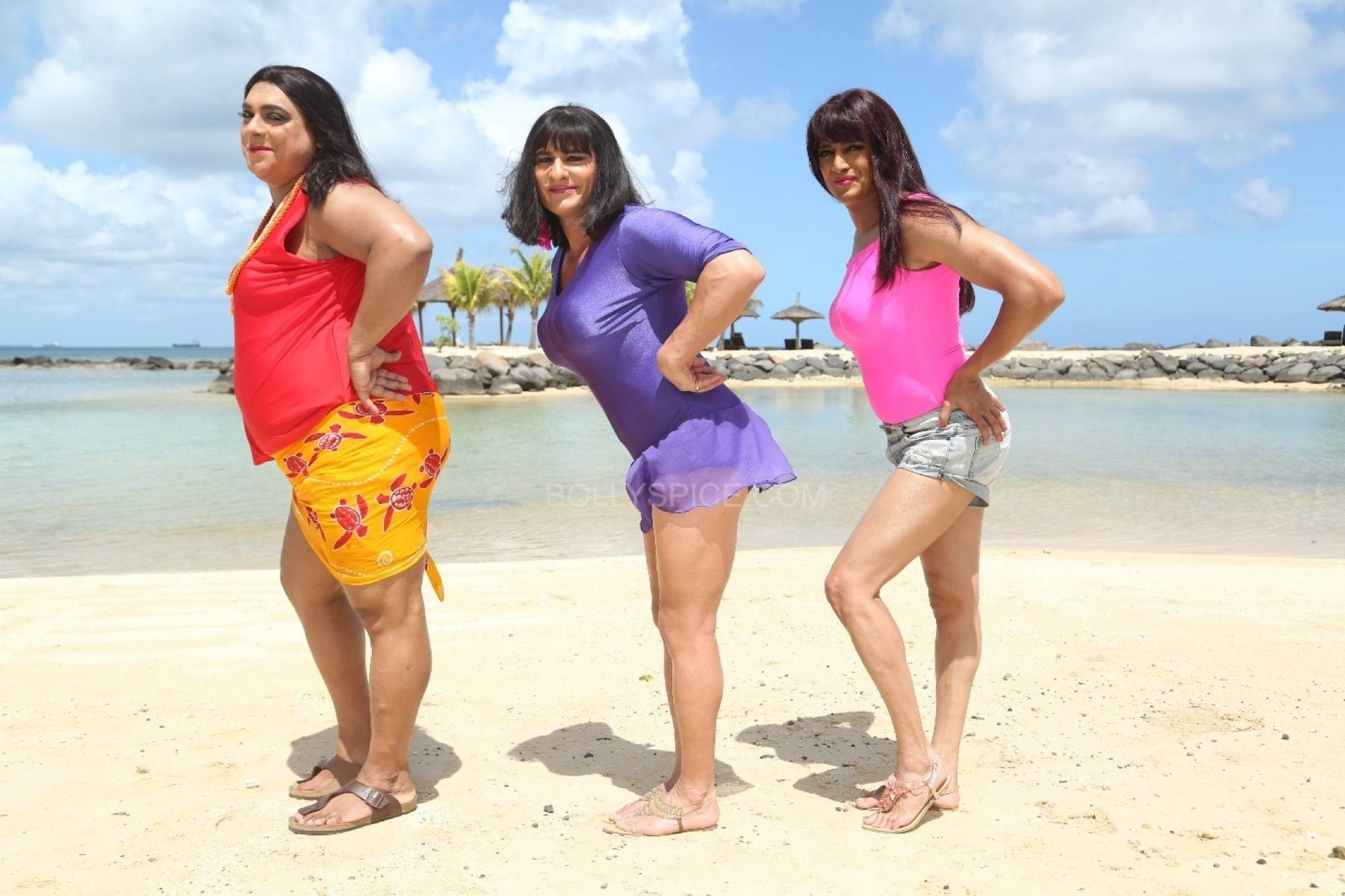 kddkk humshakals4 See the lovely ladies in Khol De Dil Ki Khidki from Humshakals