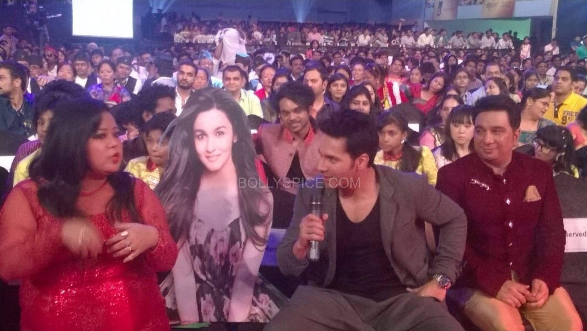 varunaliaokawards2 Humpty Sharma and his Dulhaniya Set the Stage on Fire at Life OK! Awards