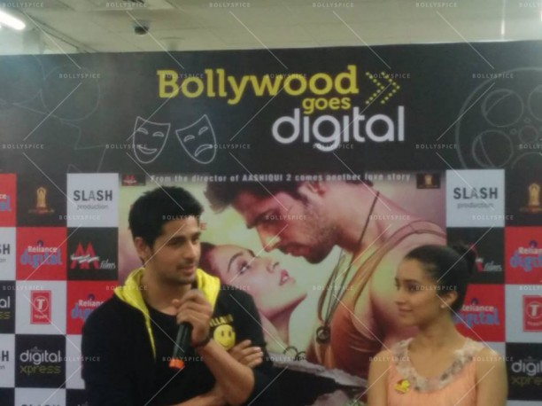 14jul EkVillain VivianaMall02 612x458 Siddarth Malhotra and Shraddha Kapoor at Viviana Mall in Mumbai