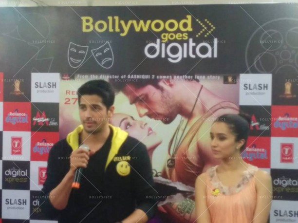 14jul EkVillain VivianaMall03 612x458 Siddarth Malhotra and Shraddha Kapoor at Viviana Mall in Mumbai
