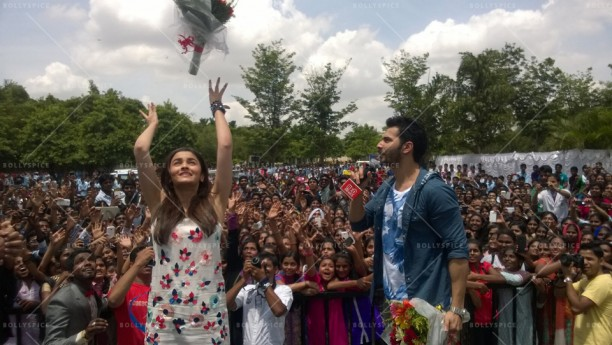 14jul HSKD BangaloreSelfies02 612x345 Varun and Alia crowd selfies in Bangalore
