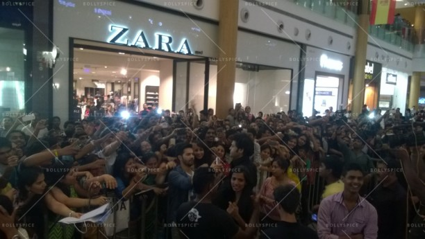 14jul HSKD BangaloreSelfies03 612x345 Varun and Alia crowd selfies in Bangalore