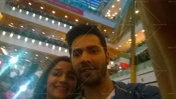 14jul HSKD BangaloreSelfies04 612x344 Varun and Alia crowd selfies in Bangalore