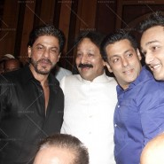 14jul SalmanSRKIftar2Hug01 185x185 SRK, Salman and other stars at Siddiqui Iftaar Party