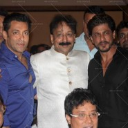 14jul SalmanSRKIftar2Hug03 185x185 SRK, Salman and other stars at Siddiqui Iftaar Party