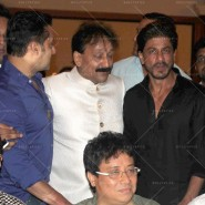 14jul SalmanSRKIftar2Hug05 185x185 SRK, Salman and other stars at Siddiqui Iftaar Party