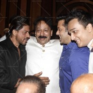14jul SalmanSRKIftar2Hug09 185x185 SRK, Salman and other stars at Siddiqui Iftaar Party