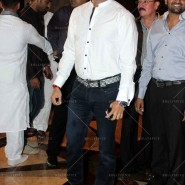 14jul SalmanSRKIftar2Hug10 185x185 SRK, Salman and other stars at Siddiqui Iftaar Party