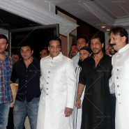 14jul SalmanSRKIftar2Hug17 185x185 SRK, Salman and other stars at Siddiqui Iftaar Party