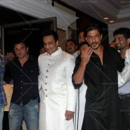 14jul SalmanSRKIftar2Hug18 185x185 SRK, Salman and other stars at Siddiqui Iftaar Party