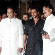 14jul SalmanSRKIftar2Hug25 185x185 SRK, Salman and other stars at Siddiqui Iftaar Party