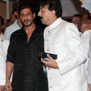 14jul SalmanSRKIftar2Hug26 185x185 SRK, Salman and other stars at Siddiqui Iftaar Party