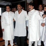 14jul SalmanSRKIftar2Hug27 185x185 SRK, Salman and other stars at Siddiqui Iftaar Party