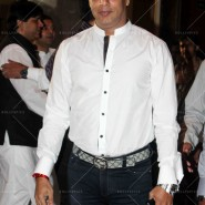 14jul SalmanSRKIftar2Hug28 185x185 SRK, Salman and other stars at Siddiqui Iftaar Party