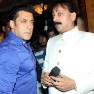 14jul SalmanSRKIftar2Hug31 185x185 SRK, Salman and other stars at Siddiqui Iftaar Party