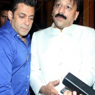 14jul SalmanSRKIftar2Hug33 185x185 SRK, Salman and other stars at Siddiqui Iftaar Party