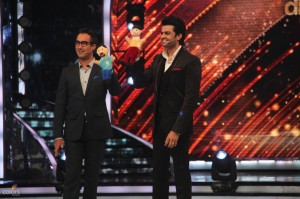 14jun JDJ7 Hosts 300x199 Jhalak Dikhhla Jaa 7: Judges demand, and a new host!