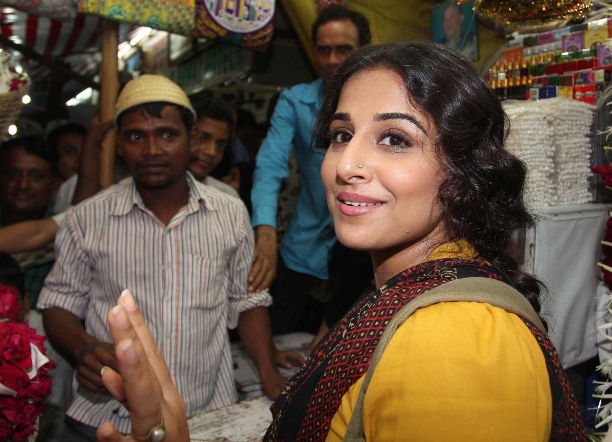 183358 Vidya Balan offer prayers at Mahim Dargah